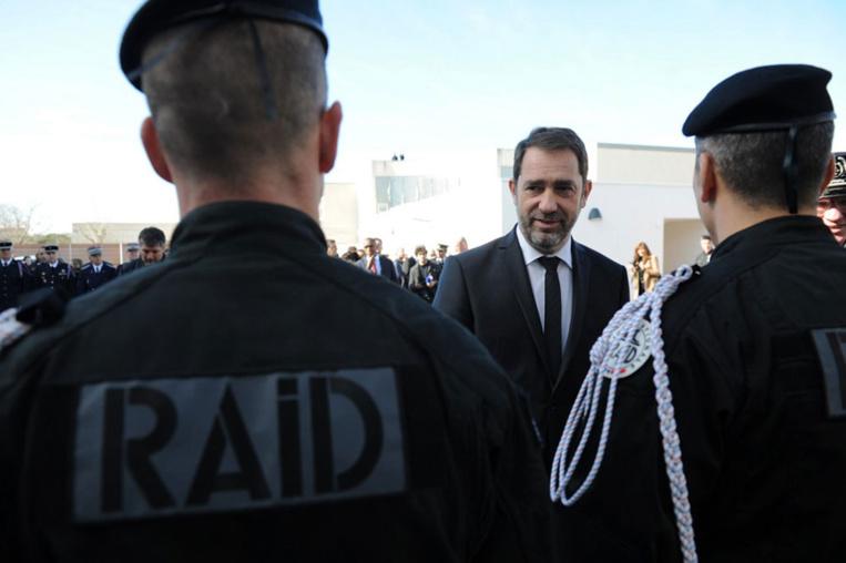 Propos de Mélenchon: Castaner saisit la justice, poussé par les policiers mécontents