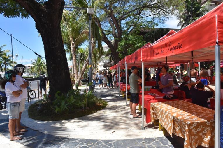 """La Ville de Papeete a profité de l'inauguration de ce tronçon pour organiser l'événement """"Dimanche du Centre-Ville"""" qui a rassemblé plusieurs dizaines de personnes sur cette partie de la promenade."""