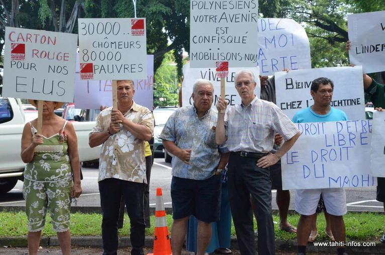 Le collectif Carton Rouge ainsi que certains membres du Tavini avaient préparé un comité d'accueil pour la ministre
