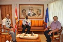 Jacqui Drollet reçoit Monsieur Abdoul Aziz M'Baye