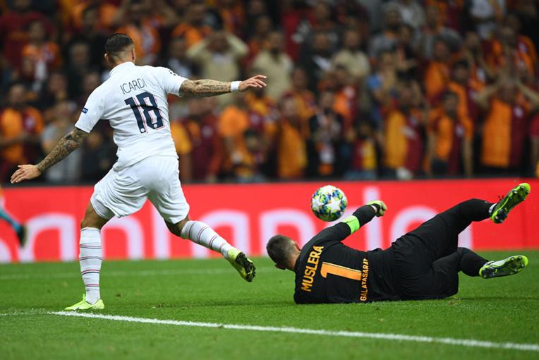 C1 : Paris éteint le chaudron Galatasaray et creuse l'écart avec le Real