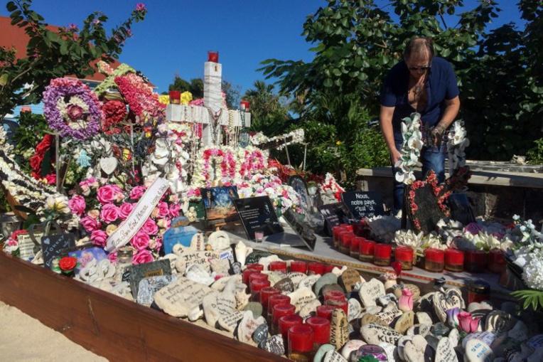 Saint-Barth: l'exhumation du cercueil de Johnny Hallyday suspendue, à la demande de Laura Smet