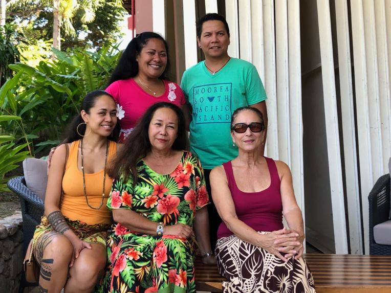 Tumata Robinson et Manouche Lehartel, deux grandes dames du 'ori tahiti, sont à l'origine de ce concours international.