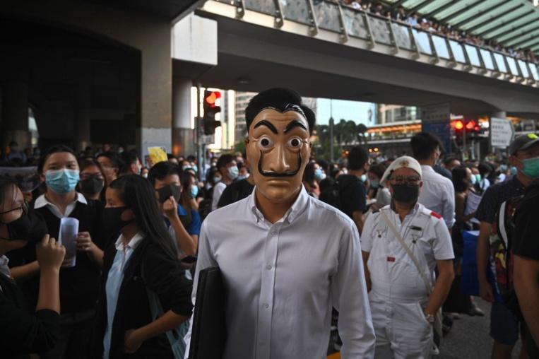 Hong Kong: l'interdiction du port du masque provoque de nouvelles manifestations