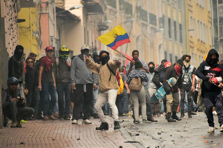 """Equateur: """"état d'urgence"""" décrété face aux blocages contre le prix du carburant"""