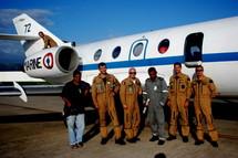 Un Gardian et son équipage lors d'une précédente mission similaire post-catastrophe à Fidji en décembre 2009.