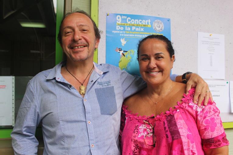 Frédéric Cibard du conservatoire artistique de Polynésie française et Dany Panero, présidente du club soroptmisit de Tahiti.