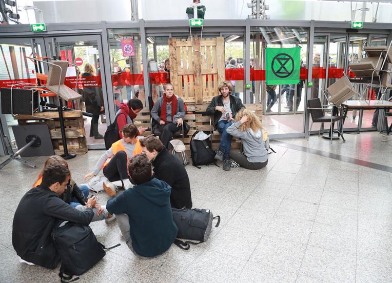 Climat: Extinction Rebellion lance des actions de blocage dans le monde entier