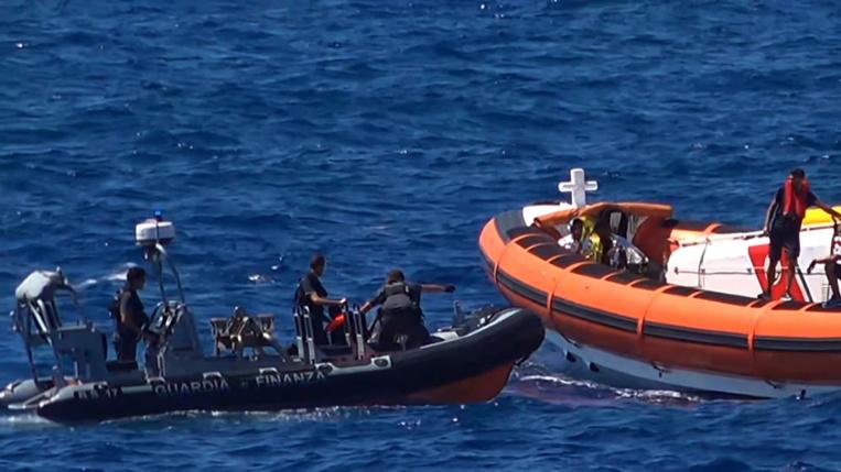 Migrants : 13 femmes mortes et une dizaine de disparus dans un naufrage à Lampedusa