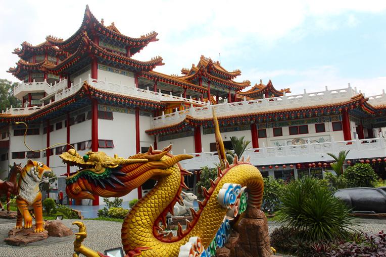 Si l'Islam est la religion d'Etat, encouragée et protégée, l'hindouisme et le bouddhisme sont tolérés comme le montre le temple bouddhiste de Thean Hou.