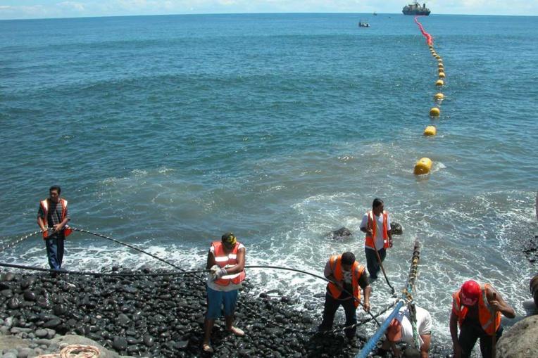 L'entrée du câble Honotua à Papenoo (crédit : MarineMarchande.net)