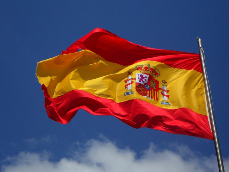 Espagne: un parachutiste heurte un lampadaire en plein défilé militaire