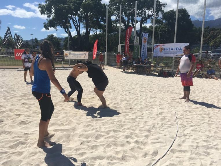 De la lutte sur sable a été proposée lors de la journée portes ouvertes