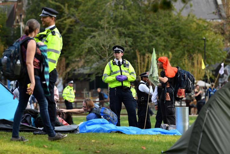 Extinction Rebellion défie l'interdiction de ses actions à Londres