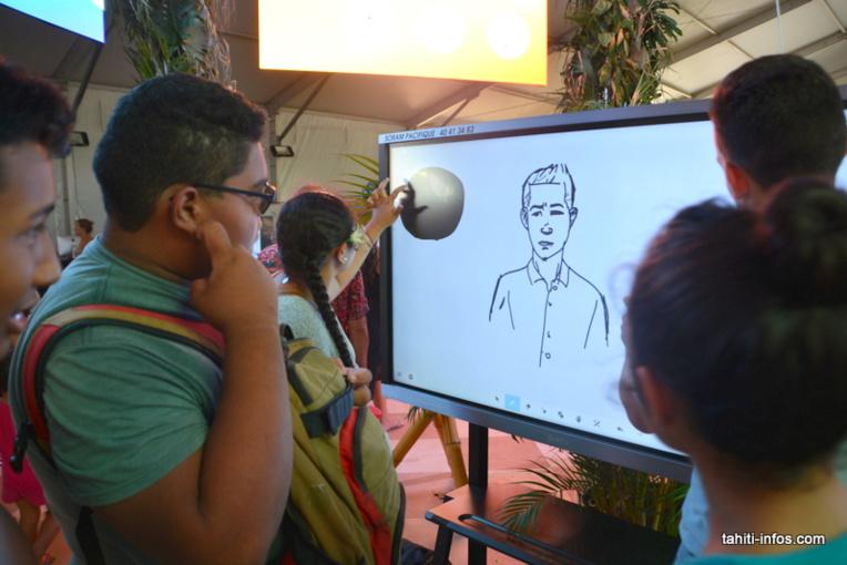 L'entreprise locale Soram Pacifique vendait des photocopieuses, mais elle a maintenant pris le virage du numérique, par exemple avec ces écrans géants tactiles utilisés dans des écoles et des entreprises du fenua.