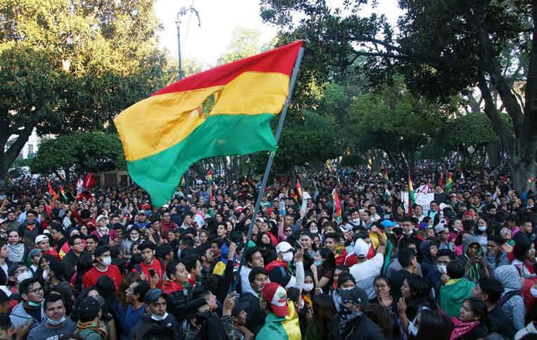 """Après les élections, deux Bolivies s'affrontent dans la rue pour """"défendre la démocratie"""""""