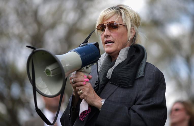 Pollution des sols: des Australiens attaquent leur gouvernement avec l'appui d'Erin Brockovich