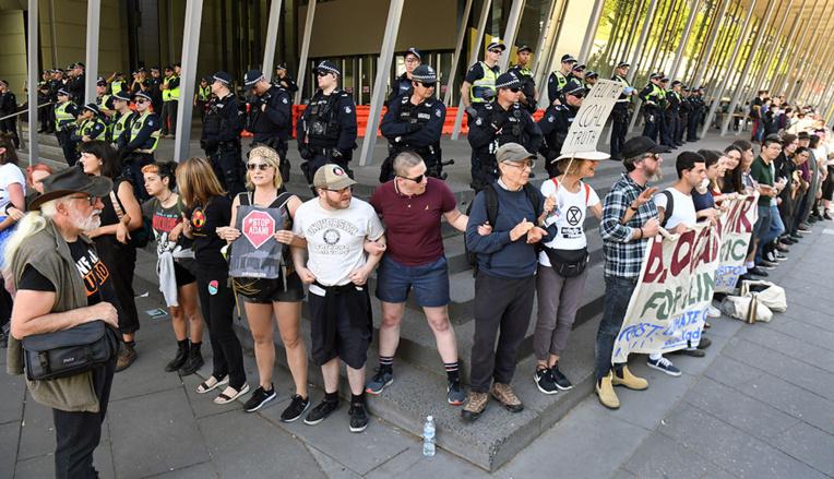 Australie: des dizaines d'arrestations lors d'une manifestation contre le secteur minier