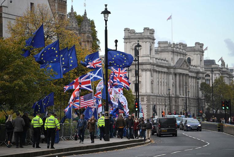 Débats animés au parlement britannique sur des élections anticipées