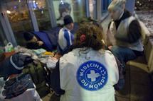 Le système de santé solidaire français est malade, dit Médecins du Monde