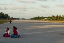 La piste de l'aéroport de Tuvalu. Photo Florent Baarsch