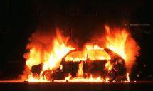 A 67 ans, elle incendie des voitures
