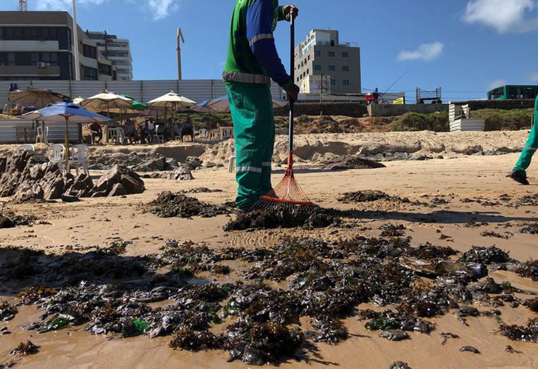 Marée noire au Brésil: le tanker grec suspecté par Rio nie toute implication