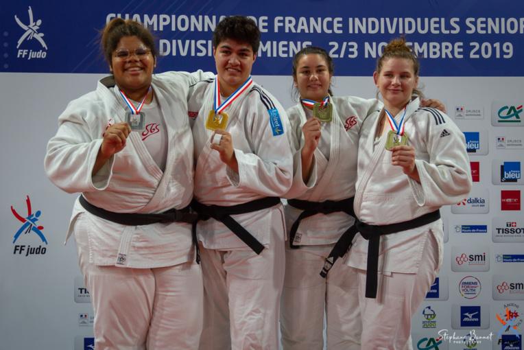 Le podium chez les +78 kg : Julia Tolofua en or, Léa Fontaine en argent, Rauhiti Vernaudon et Valentine Marchand en bronze. (photo : Fédération française de judo)