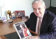 Jean-Pierre Raffarin entarté à Lyon