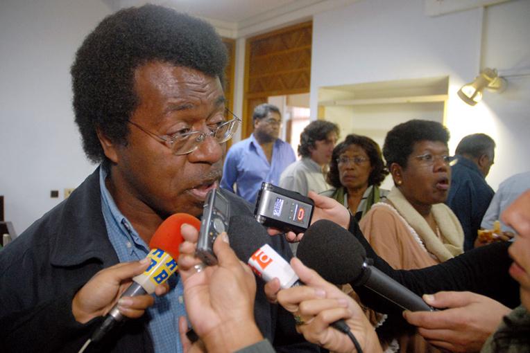 """N-Calédonie: """"L'Etat doit préciser son accompagnement de l'indépendance"""" (indépendantistes)"""