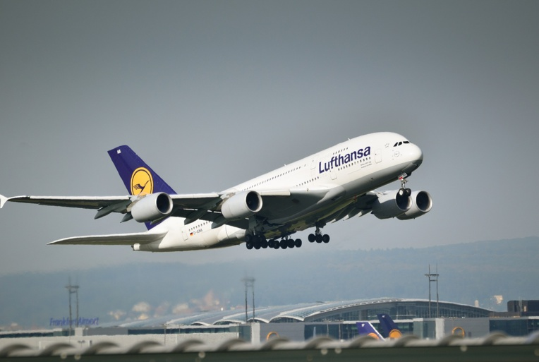 Allemagne: Lufthansa affronte une grève, des centaines de vols annulés