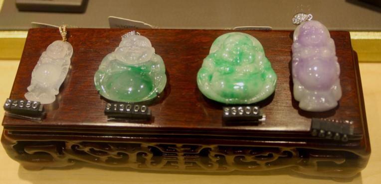 Quelle que soit sa couleur, le jade de qualité est toujours une pierre atteignant des prix très élevés.