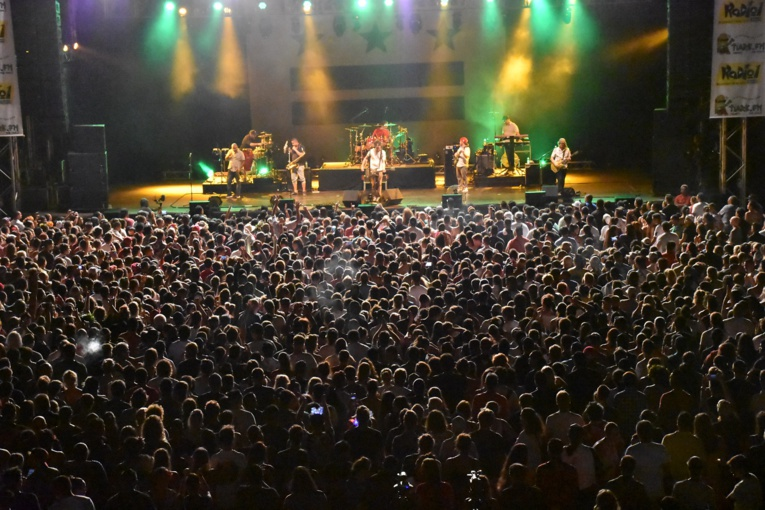 Le public était présent en masse pour le premier concert du groupe SOJA à Tahiti.