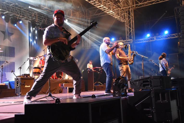 Bob Jefferson, le bassiste du groupe a également fait le show sur scène.