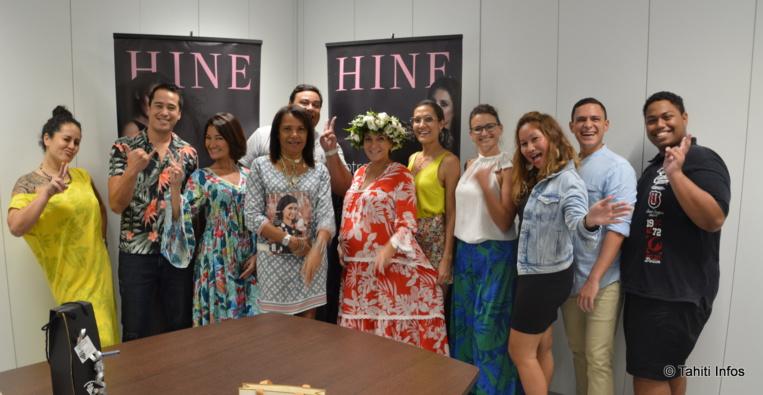 Toute l'équipe de Hine et les partenaires qui sont venu offrir de très jolis cadeaux d'anniversaire aux lectrices du magazine.
