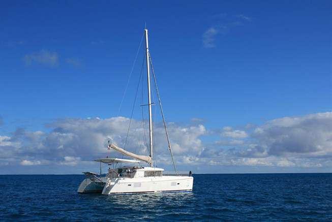 Un catamaran en détresse au sud de Raivavae