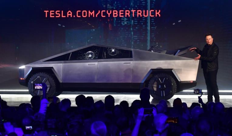 Grand spectacle et couac viral pour le pick-up futuriste de Tesla