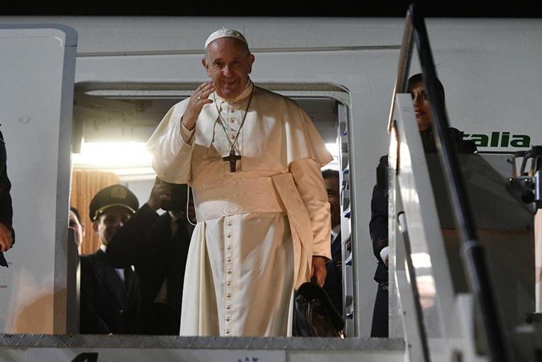 """Le pape invite les catholiques thaïlandais à s""""ouvrir aux jeunes obsédés par le consumérisme"""