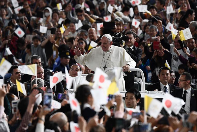 """Fukushima: l'énergie nucléaire suscite la """"préoccupation"""", dit le pape"""