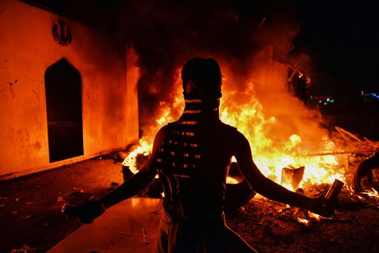 Un consulat d'Iran incendié dans le sud de l'Irak paralysé par manifestations et violences