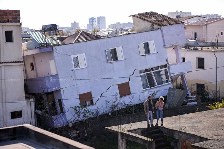Séisme en Albanie : le bilan passe à 40 morts avec la découverte de nouveaux corps