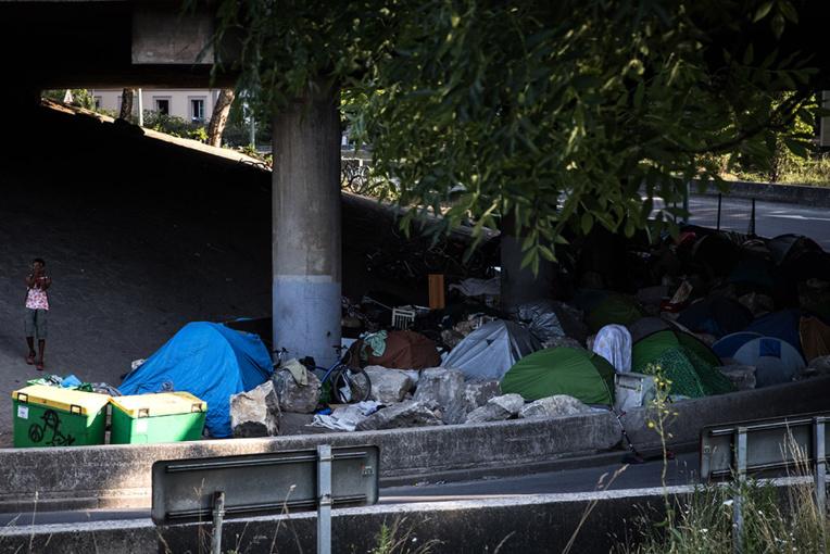 A Paris, l'ouverture d'un espace de repos pour accros au crack fait débat