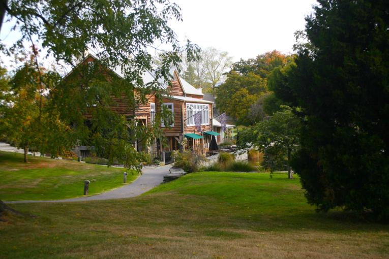 Plus qu'attractif, le club house du golf implanté à l'entrée de la ville. Un cadre magnifique, et, en prime, un programme immobilier très intéressant.