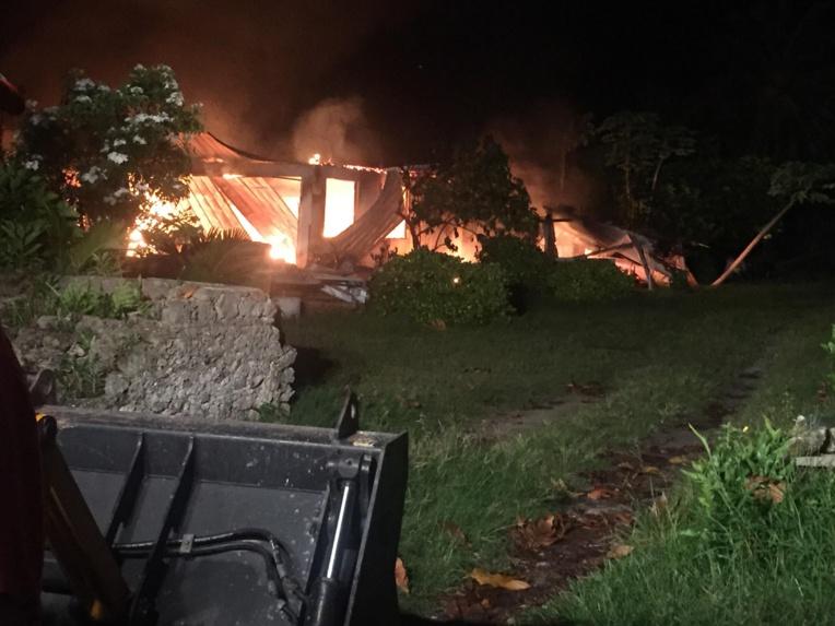 Un incendie ravage une maison à Rangiroa