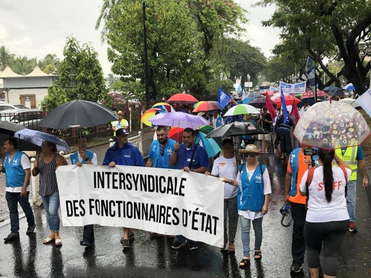 La pluie n'a pas découragé les grévistes qui ont marché jeudi de la place Vaiete vers le Haut-commissariat.