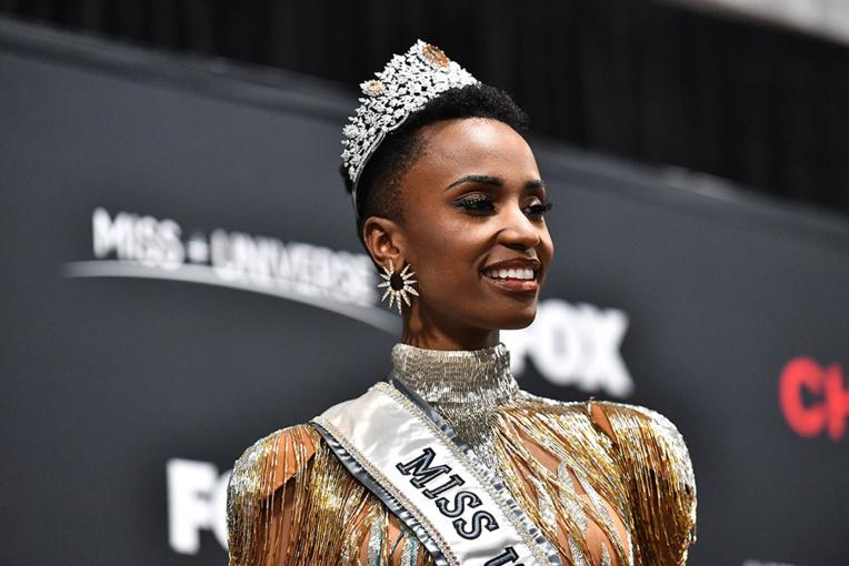 """Une des favorites avant le concours, Miss Philippines, ne s'est pas qualifiée parmi les 10 finalistes. La Française Maëva Coucke y est parvenue, mais n'a pas atteint le """"top 5""""."""