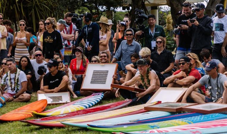 Tikanui Smith, heureux de cotoyer les légendes du surf