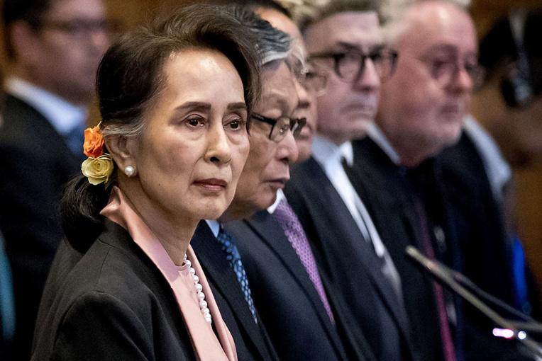 """Aung San Suu Kyi appelée à """"cesser le génocide rohingya"""" devant la CIJ"""