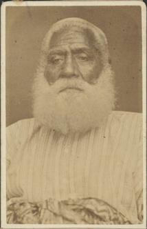 Le roi Cakobau fut bien involontairement, avec ses fils et sa suite, à l'origine de la transmission de la rougeole aux Fidji, à son retour de Sydney.