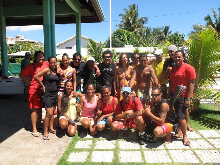 Te Toa Enana, la délégation de vaka composée de 10 femmes et 12 hommes menés par Rataro sont arrivés à Tahiti.